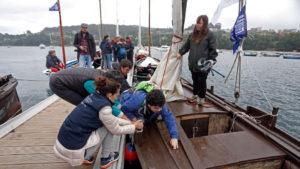 Un grupo de la Once realizó un recorrido por la ría en embarcaciones adaptadas.